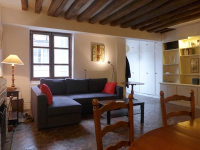 Apt LISLE - Ile St. Louis– The sofa may be converted comfortable in a double bed