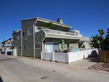 Mission Beach house rental - Street view - Corner of Balboa Court & Standway