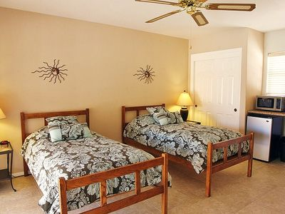 Casita Sur Bedroom (6th) with Twin Beds, TV/DVD, Kitchenette & Bathroom (5th).
