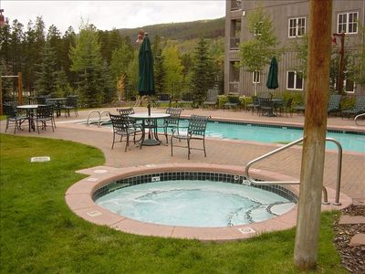 Jacuzzi and Pool Not Shared by other River Run Buildings!