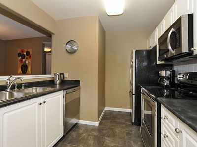 Victoria condo rental - Kitchen with all new appliances