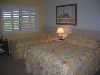Sanibel Island condo photo - Guest bedroom w/ private access to main bathroom