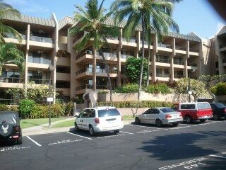 Kona Pacific condos VERY WELL KEPT EASY WALK DOWNTOWN