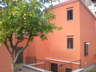 Castellammare Di Stabia: Independent villa on the outskirts of the Sorrento Peninsula with car parking