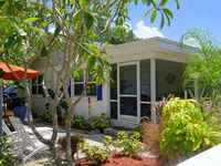 Mermaid's Purse: Adorable, Comfortable, Unique Cottage, 2 Houses to Gulf Beach!