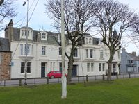 Elie - well appointed flat