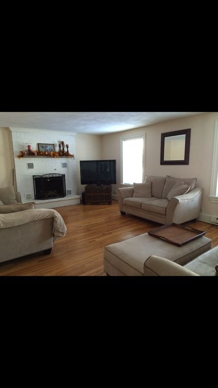 Spacious Home on Quiet Side Street in Downtown Hamilton