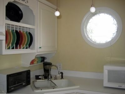 Only the best amenities in this kitchen plus a porthole window!