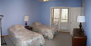 Blue Ridge cabin photo - One of three downstairs bedrooms with 2 twin beds