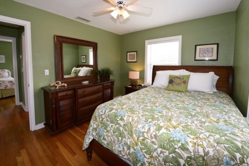 Updated key west style cottage vrbo for Key west style bedroom furniture