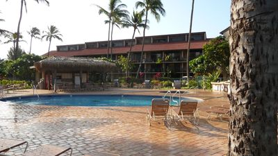 Kihei condo rental - New Pool and decking