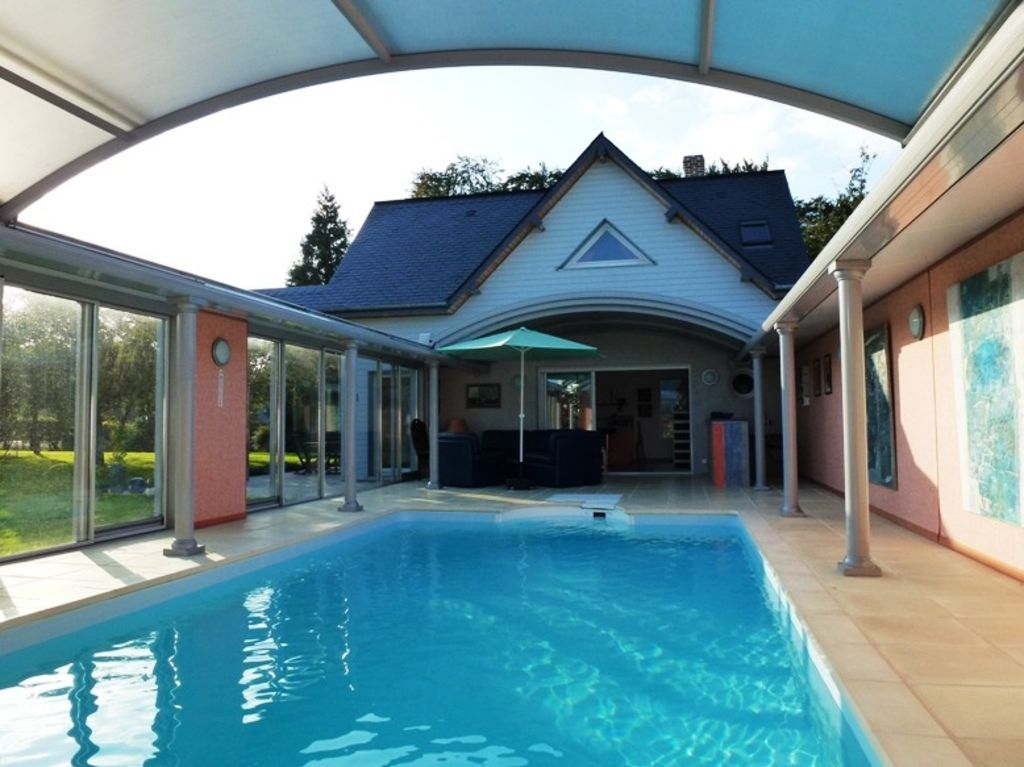 House with indoor pool heated throughout the year