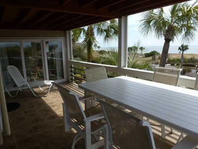 Large deck with raised table for 6 persons