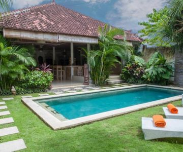 Fully Equipped Quiet 2 Bedroom, Seminyak Central
