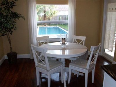 Lighthouse Point house rental - Breakfast/Dining table opens up for 6/8 sitting