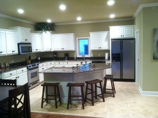 Great Kitchen to hang Out or Whip Up a Fabulous Meal!!