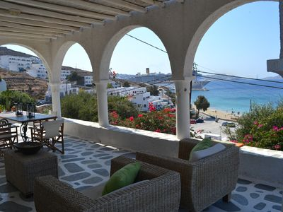 Beachfront apartment with unique view of the Aegean and Mykonos town