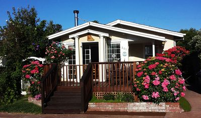Beautiful Bungalow just  a1/2 block to the Pleasure Point Surf breaks & Beaches