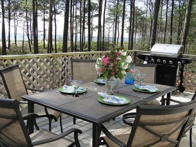 Dine on the expansive deck to sounds of waves and bird song