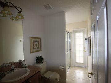 Queen Bath with access to Pool/Lanai area