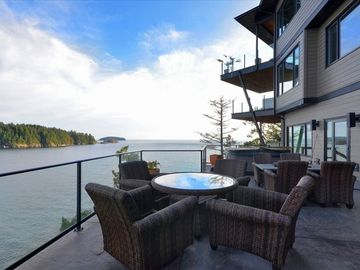 Lower guest deck with Hot-tub, Barbecue, Fire-pit and lounge chairs