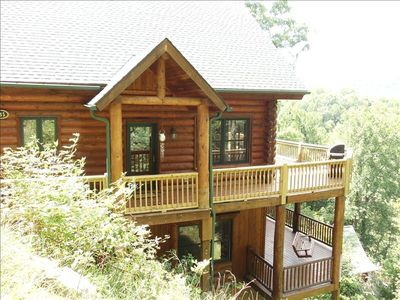 2 decks overlooking Lake Nantahala, Hot tub on lower deck off Master bedroom