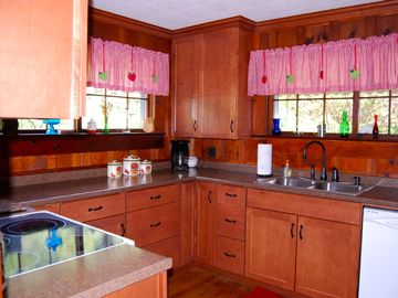 Beautifully remodeled kitchen-spacious/convenient