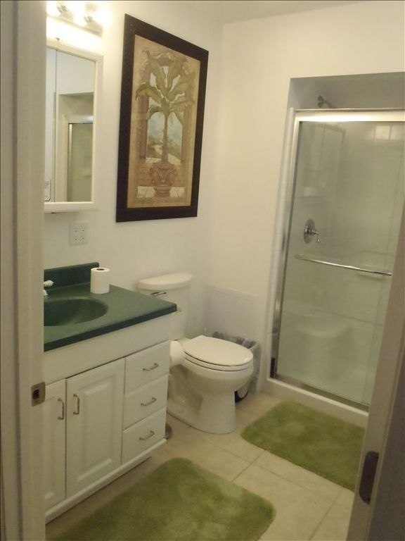 Loft Full Bathroom has 5' Stand up shower