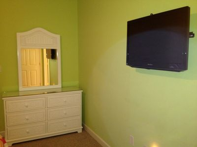 Bedroom#2 - Guest room with wall mounted TV