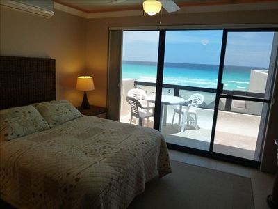 Villa 324: Guest's Bedroom with balcony and ocean view
