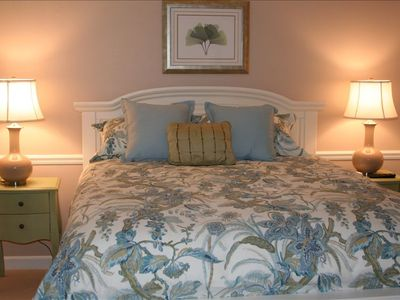Queen Bedroom-----------so peaceful and quiet you'll get lots of sleep