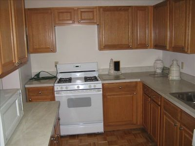 Fully equipped kitchen including microwave and dishwasher