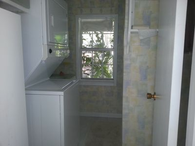 Full bath with stacked washer/dryer