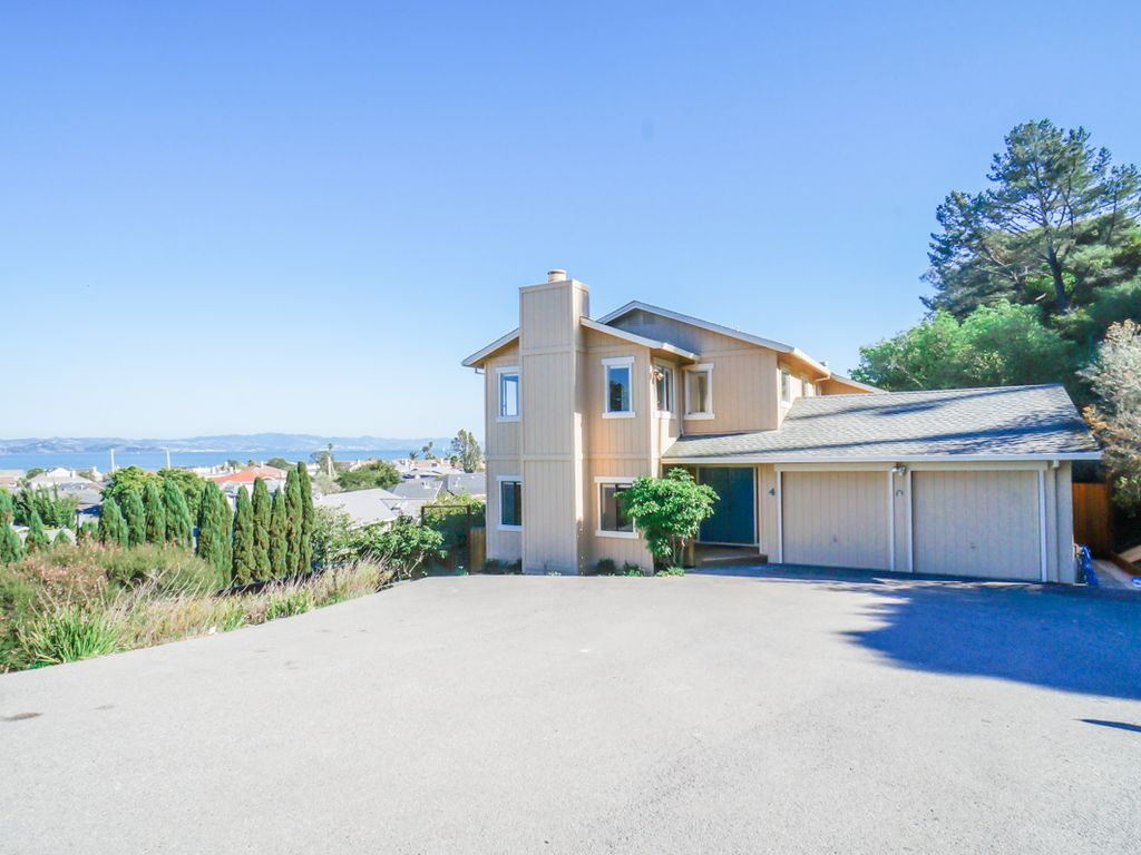 Vacation rental with amazing bay views in vrbo for Amazing holiday rentals
