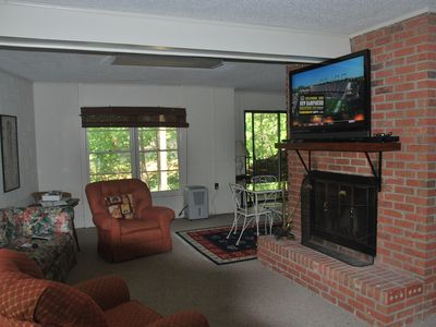 West Union house rental - New 47 inch 3D HDTV