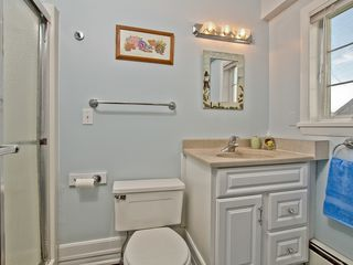 Narragansett Pier house photo - Full bathroom first floor