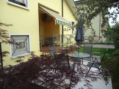 Favaro Veneto apartment rental - Garden with table and chairs