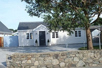 4 Star, Three Bed Luxury Holiday Cottage With Hot Tub And Woodburning Stove