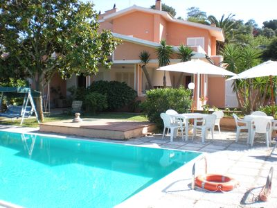 Villa with sea view, private pool, terrace, garden and private parking