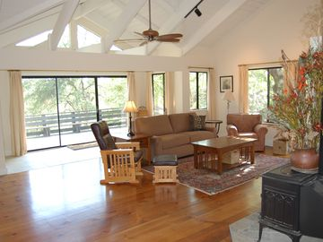Mariposa house rental - Living Room with expansive deck and views.