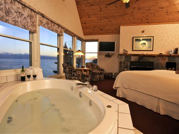 2-person whirlpool; listen to Lake sounds (upper master bdrm, 'honeymoon suite')