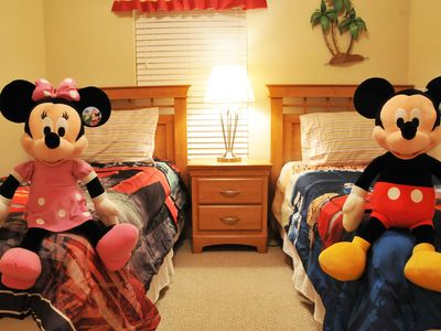 ⭐SPECIAL OFFER⭐Private Hot Tub/ Wii/ Game Room/ BABY-Friendly/ 10 min to Disney!