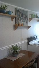 Hawley apartment photo - Kitchen table/oven