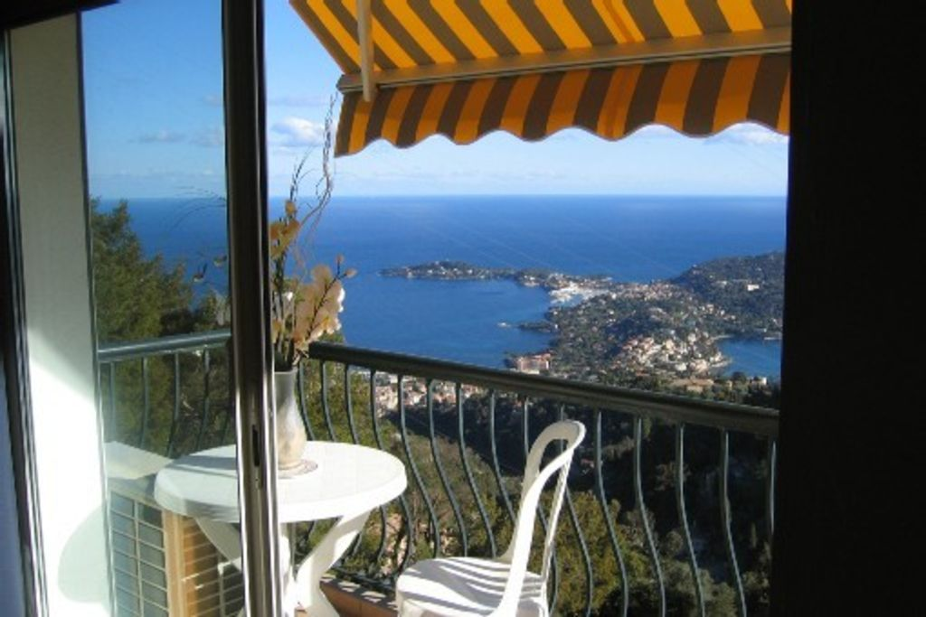 Independent apartment in villa,panoramic view on the cap ferrat and beaulieu