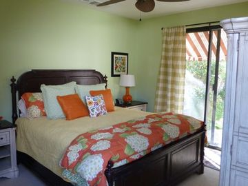 Guest Casita c/w king bed & ensuite. Direct access to both front and back yard.