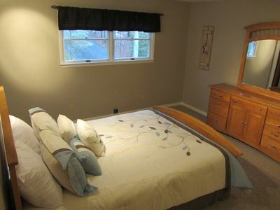 Second Master Suite w/ queen bed and private bathroom