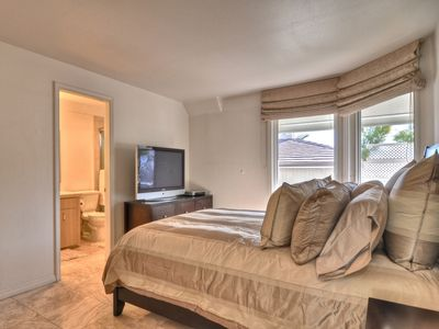 Laguna Beach house rental - second bedroom queen size bed