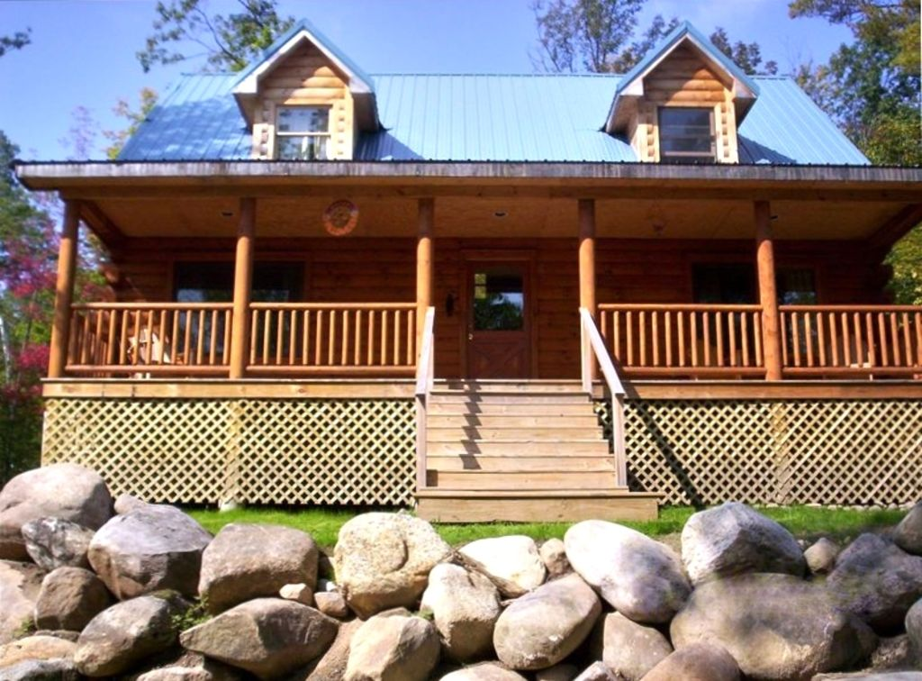 Adirondack 39 bearfoot 39 cabin minutes to vrbo for Wilmington ny cabin rentals