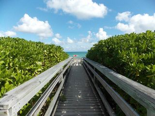 Miami Beach studio photo - Walkway to the Beach