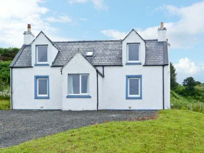 BAYVIEW HOUSE, family friendly, with a garden in Carbost, Ref 18108
